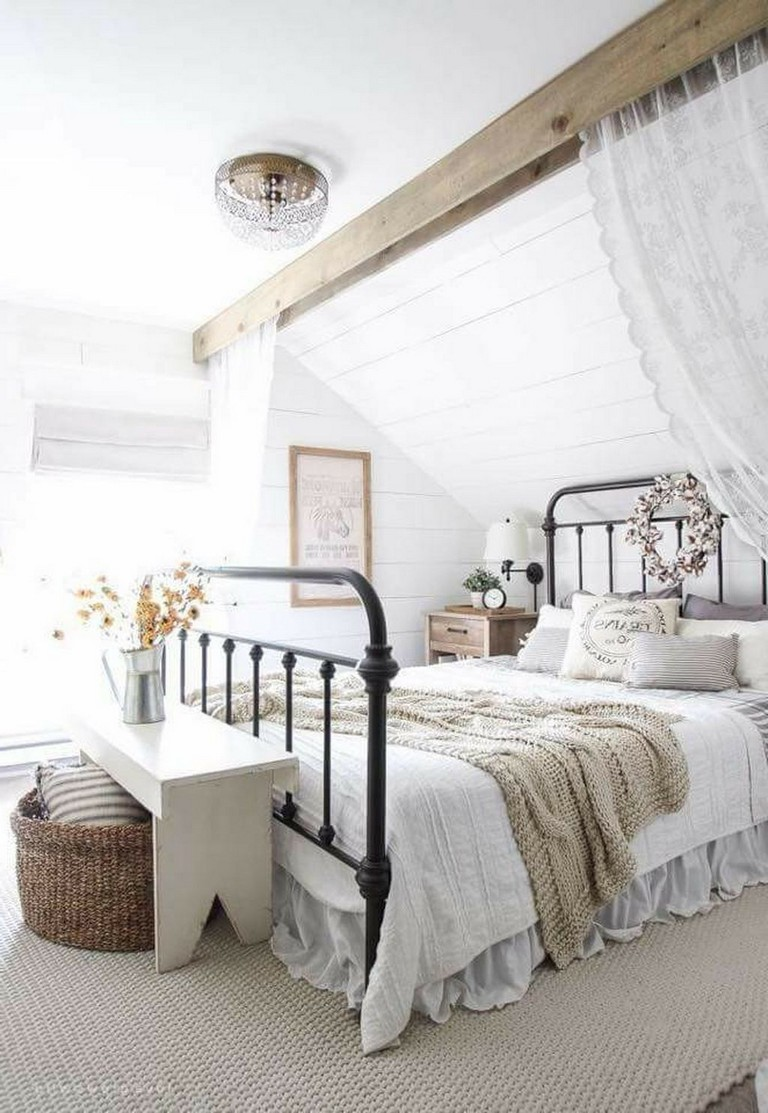 37+ Comfy Farmhouse Master Bedroom Decorating Ideas - Page ...