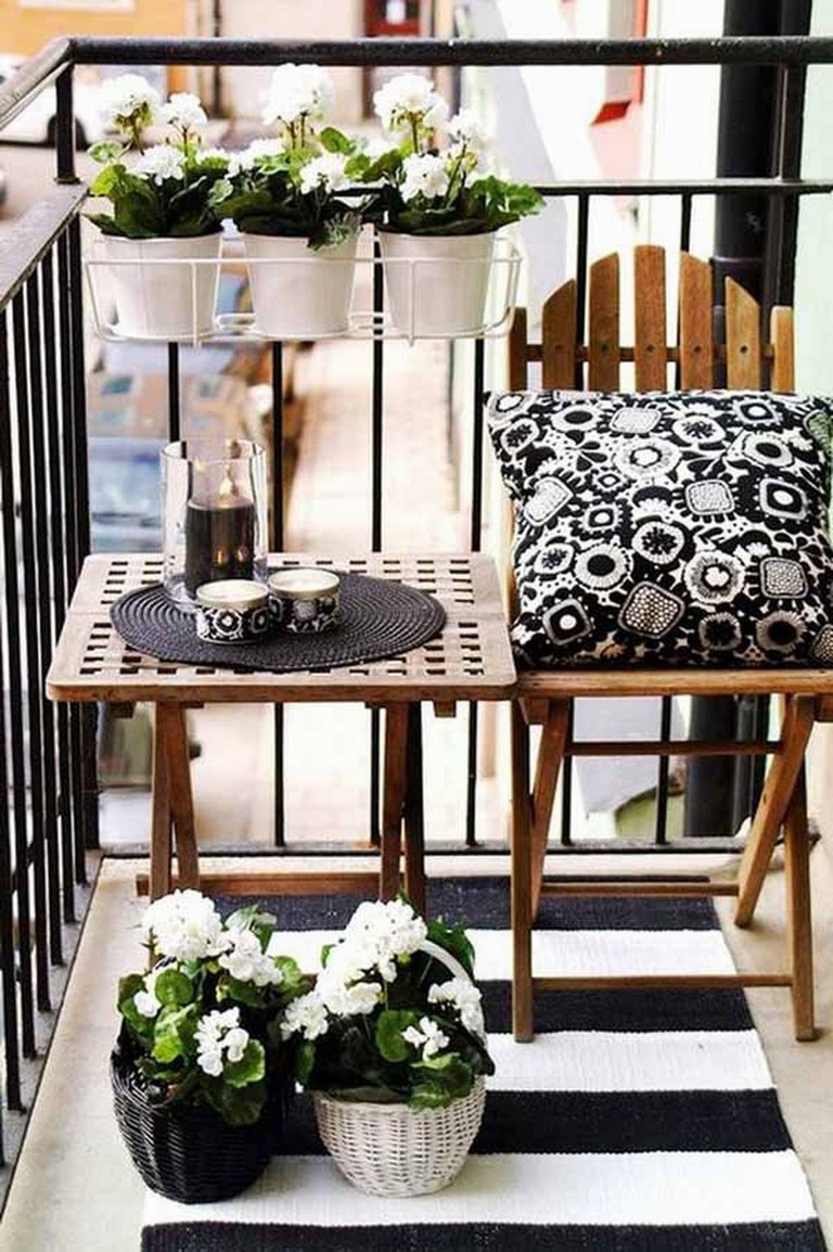 14+ Cozy Small Apartment Balcony Decorating Ideas on A Budget