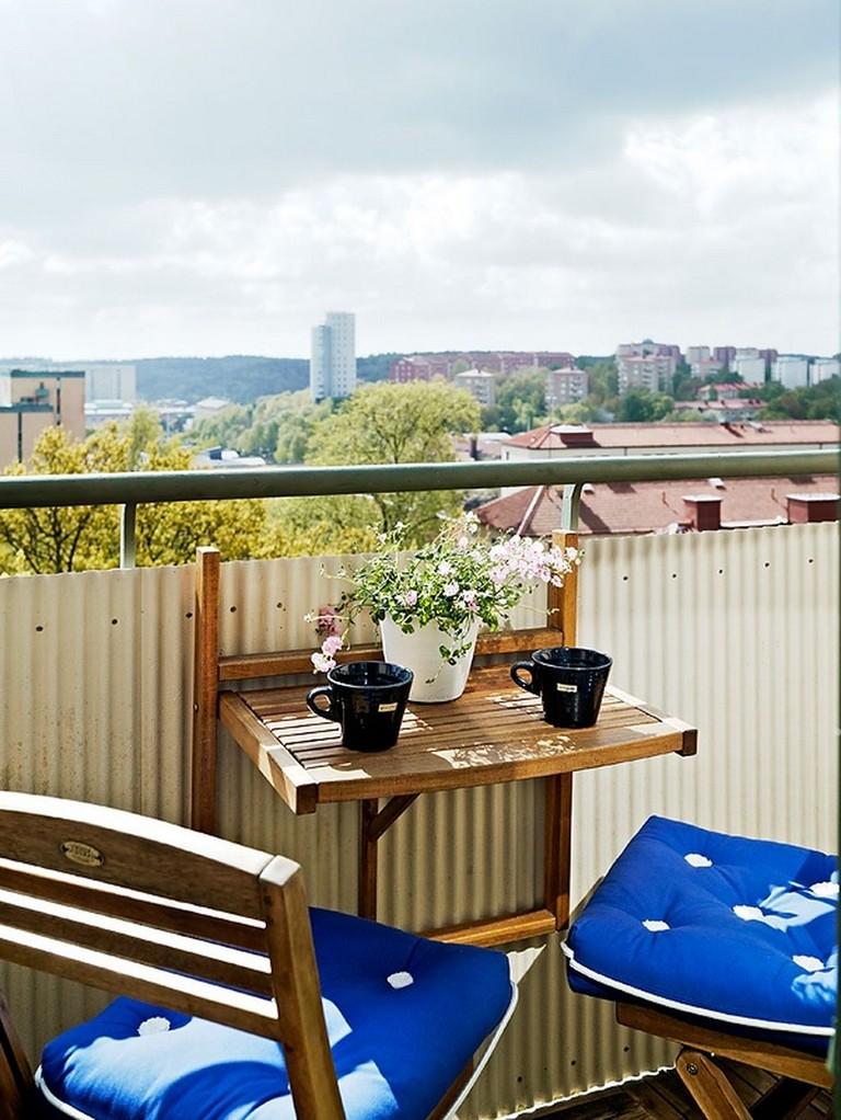 38+ Cozy Small Apartment Balcony Decorating Ideas on A ...